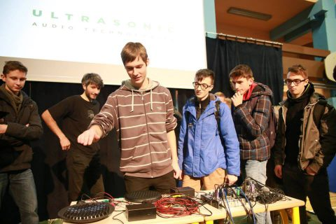 Students at SERS Maribor playing with the Syntact